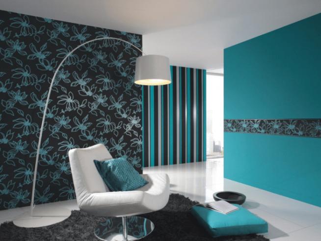 Комбинирование обоев бирюзового и черного цвета в интерьере гостиной
