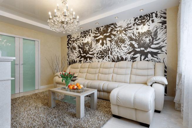 Комбинирование обоев с рисунком в гостиной