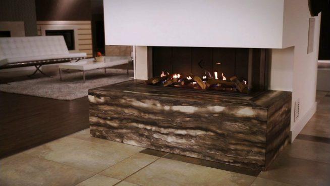 Камин в дизайне гостиной