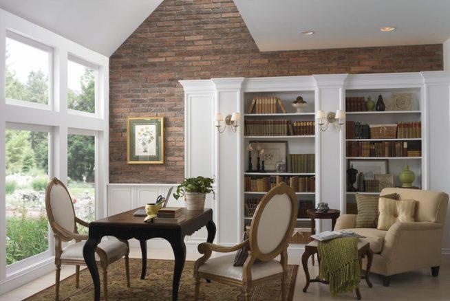 Дизайн комнаты с каменной стеной