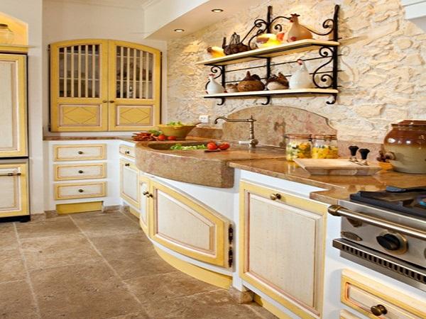 Дизайн кухни с каменной стеной