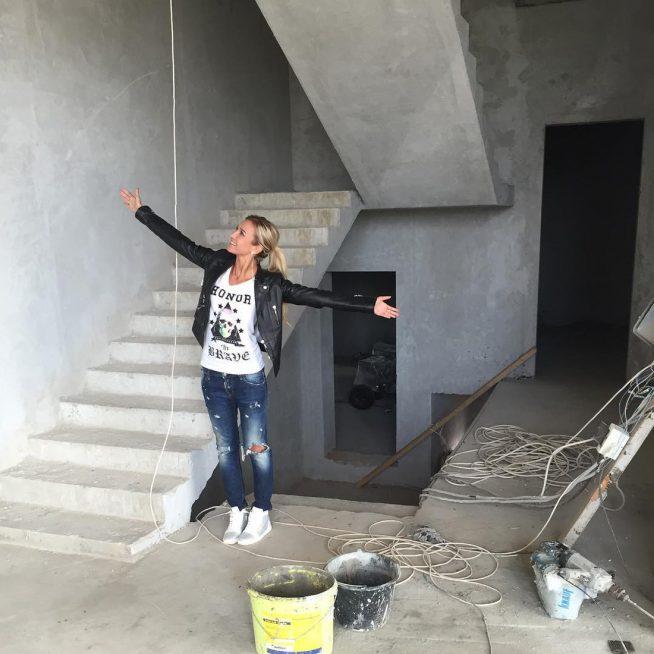 Ольга Бузова в своём коттедже