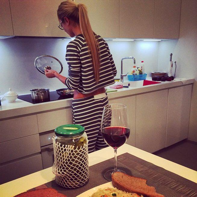 Ольга Бузова на кухне