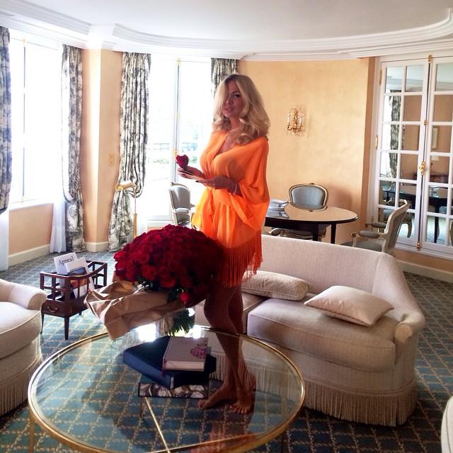 Виктория Лопырёва в своей квартире