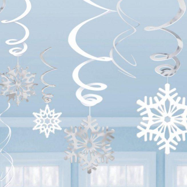 Гирлянда из бумажных снежинок