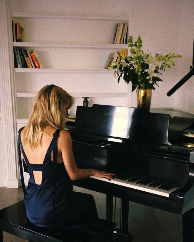 Светлана Лобода за пианино