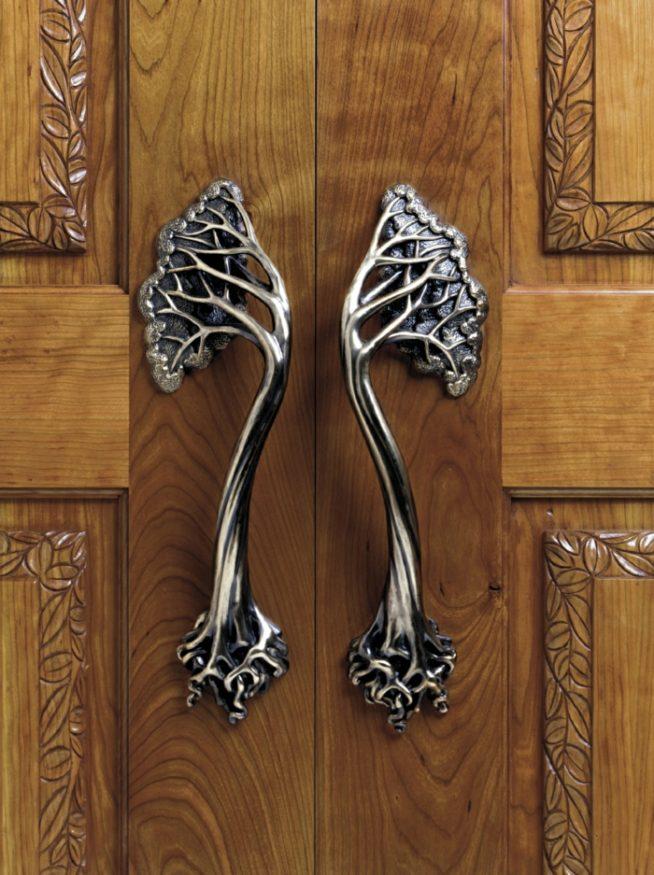 Кованые ручки-скобы на кухонную дверь