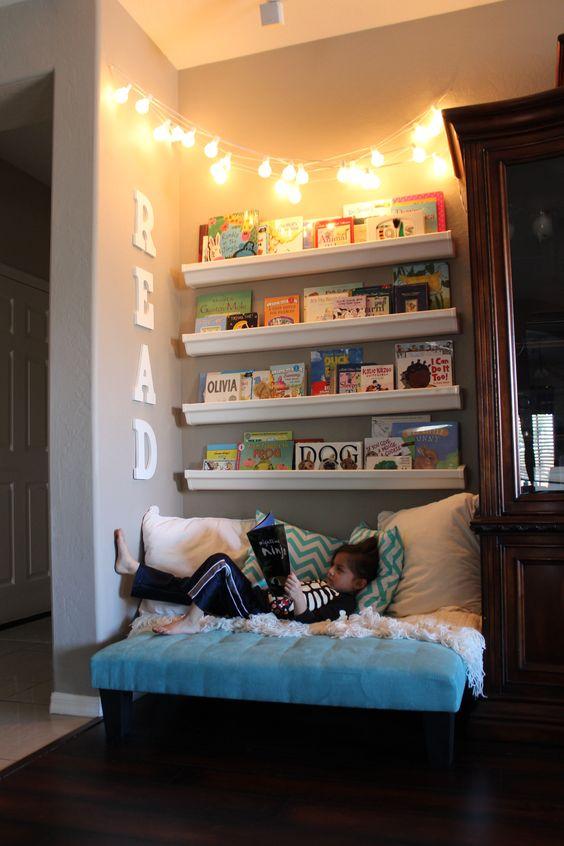 Выделенная зона для чтения в квартире