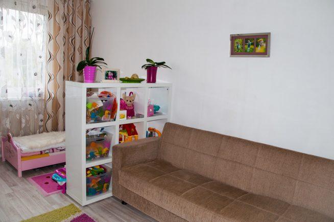 Выделенная зона в гостиной для ребёнка