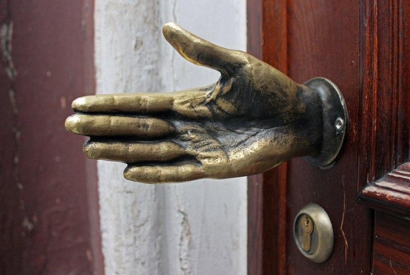 дизайн дверных ручек