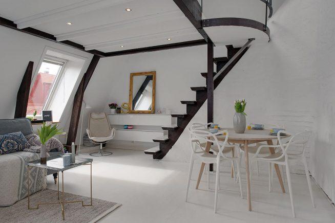 Изящная конструкция второго яруса в мансардной квартире