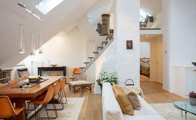 Спальня под потолком мансарды