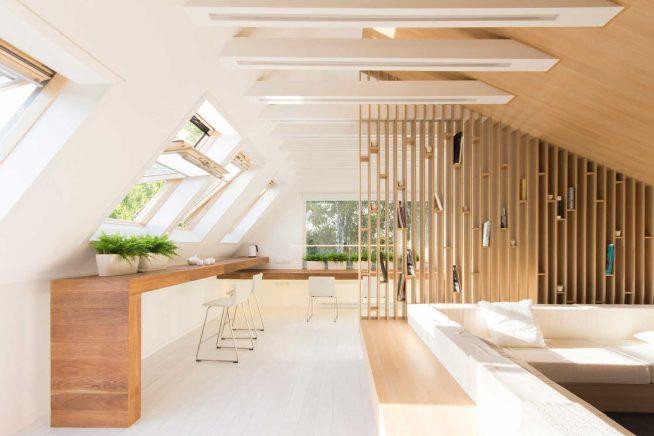 Лёгкая деревянная решётка для зонирования пространства мансарды