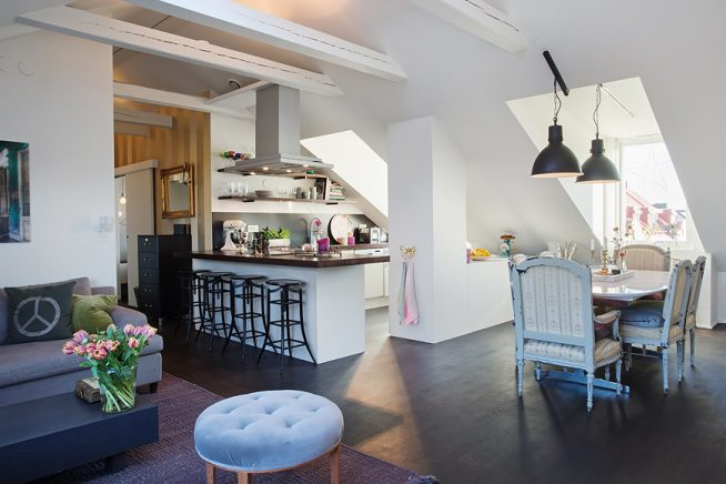Барная стойка-шкаф на кухне мансардной квартиры