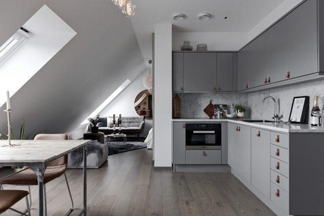 Кухня и комната в мансарде