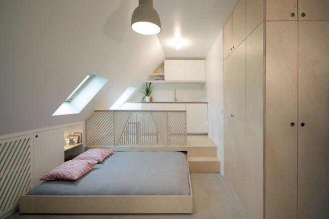 Выдвижная кровать в мансарде