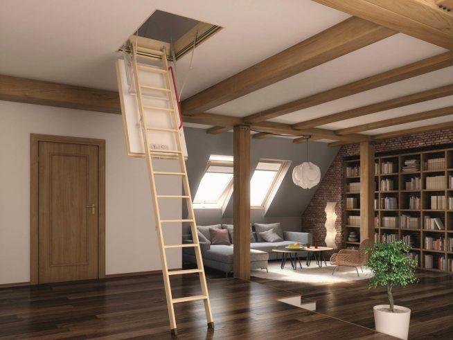 Складная лестница на чердак в мансарде