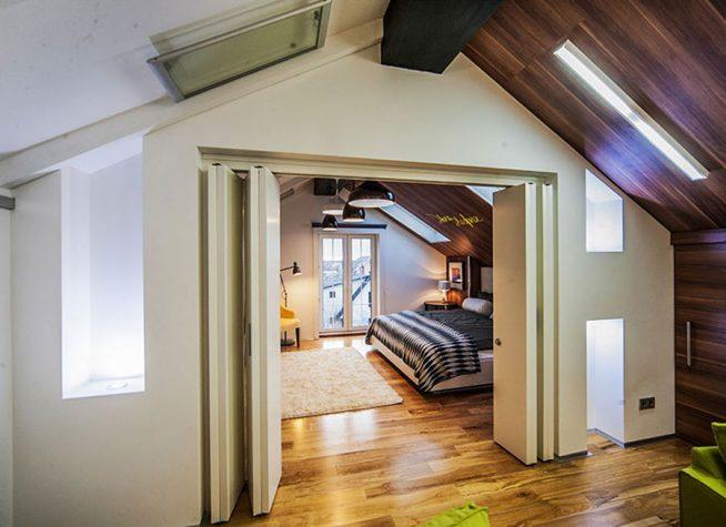 Вариант разделения площади однокомнатной квартиры в мансарде