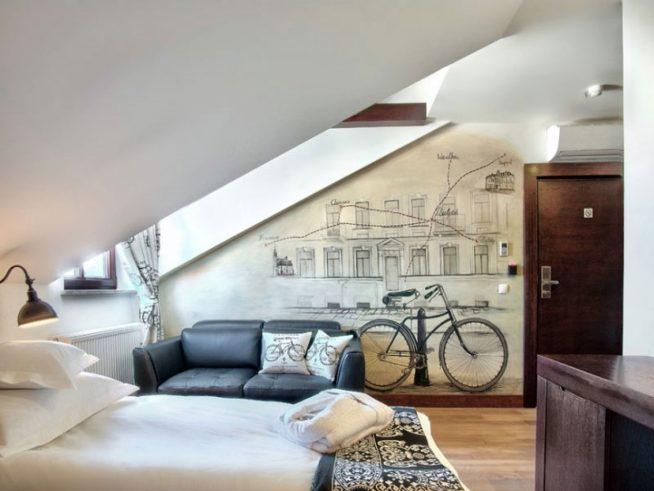Панно на стене мансардной квартиры