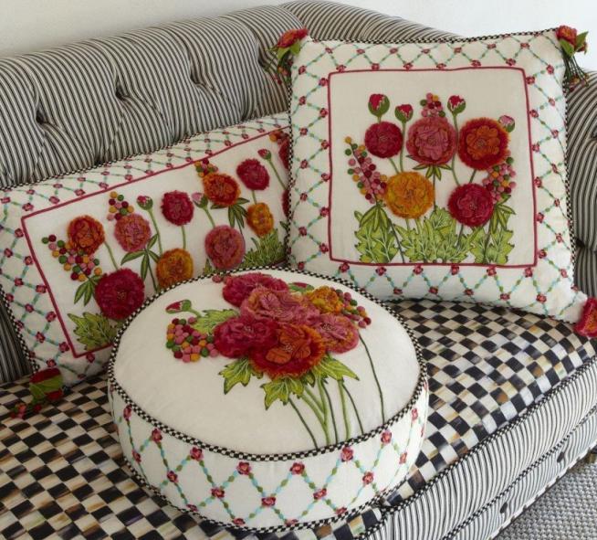 Необычные формы диванных подушек