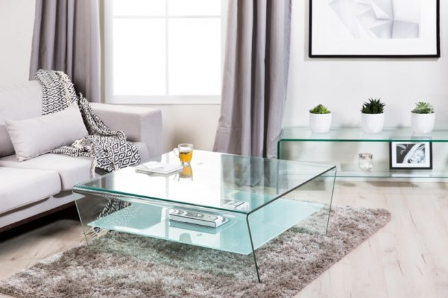 Дизайн небольшой гостиной в светло-серых тонах