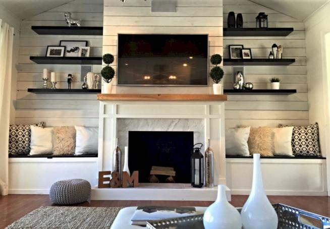 Оформление стены с камином в мансардной квартире