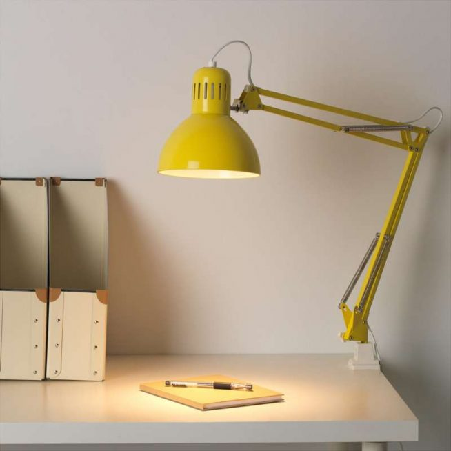 Настольная лампа с креплением на струбцине