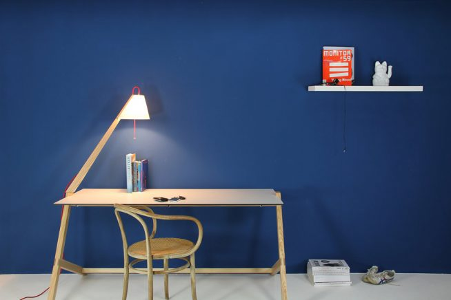 Лампа на лёгком детском столике