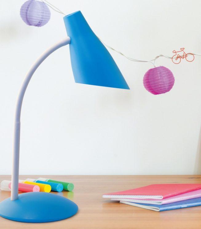 Яркая лампа для детского стола