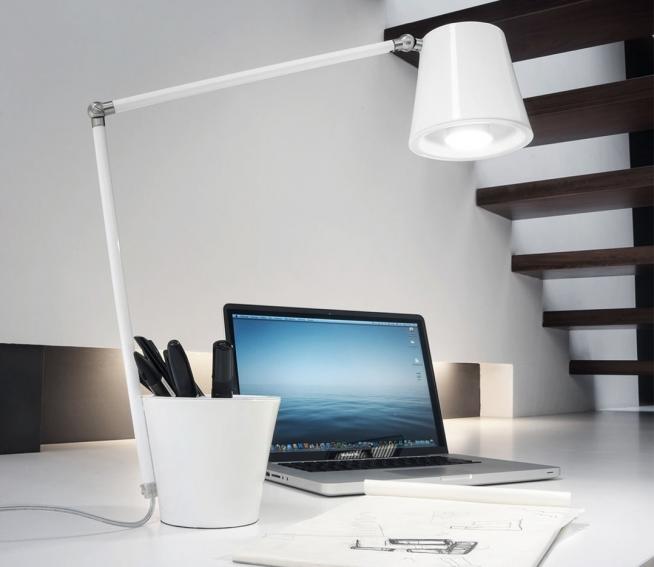 Красивая лампа с регулировкой шарнирами