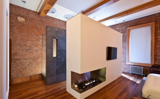 Стена со встроенным биокамином