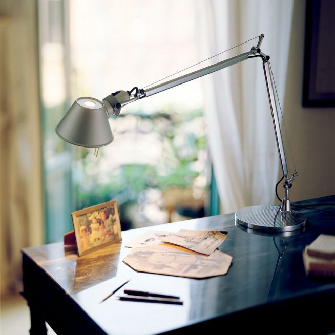 Лёгкая лампа из хромированного алюминия