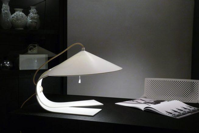 Колоритный металлический светильник