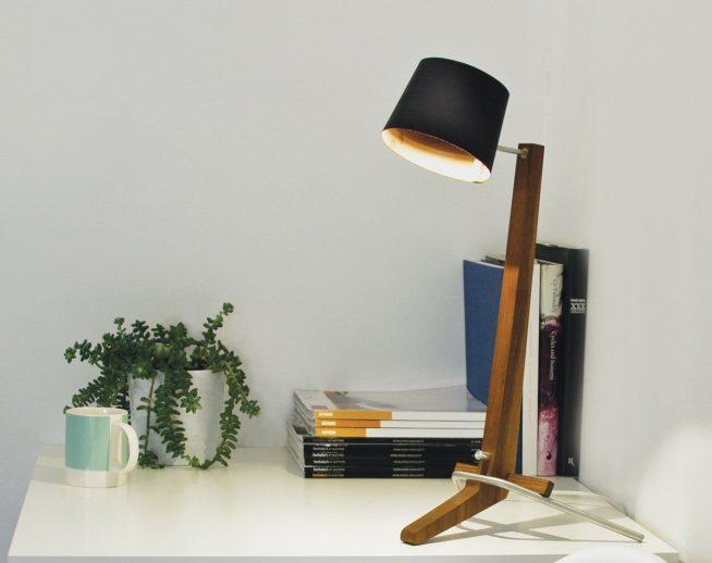 Эффектная лампа из дерева и металла