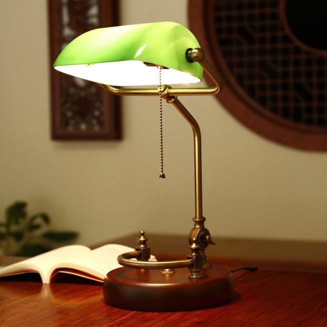 Стильная лампа из дерева, металла и стекла