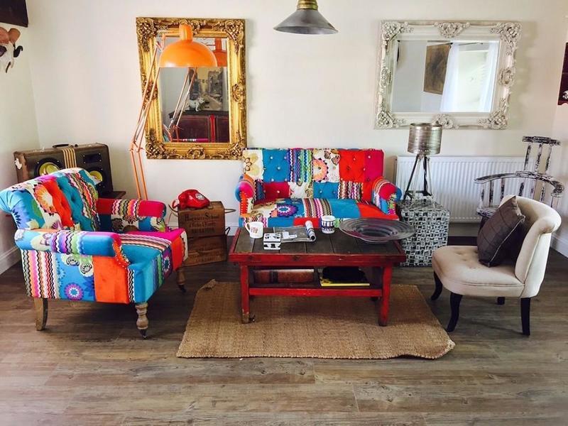 Оформление мебели лоскутным шитьём: рекомендации на фото