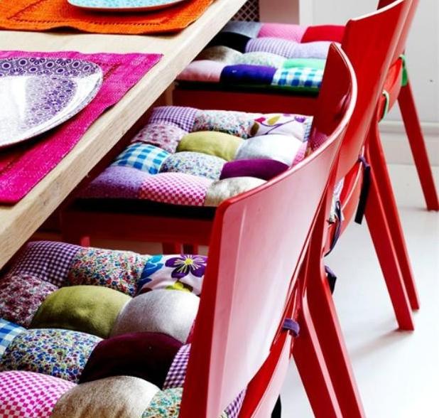 Лоскутные подушки для деревянных стульев