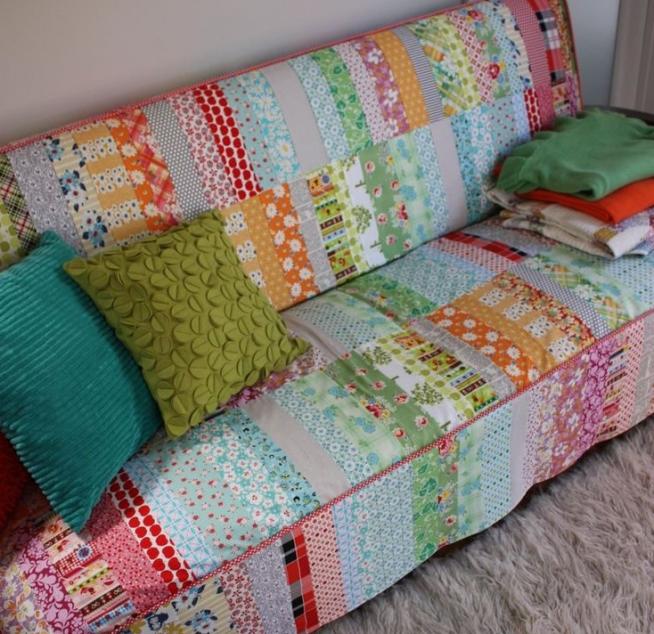 Лоскутный чехол на дачный диван
