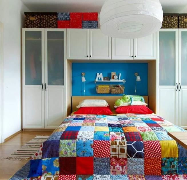 Экстравагантное покрывало для кровати в молодёжной спальне