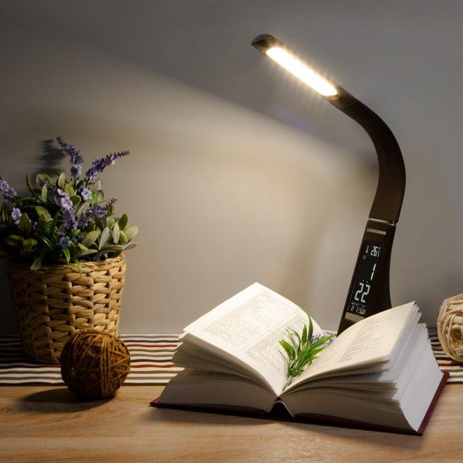 Светодиодная настольная лампа с электронными часами