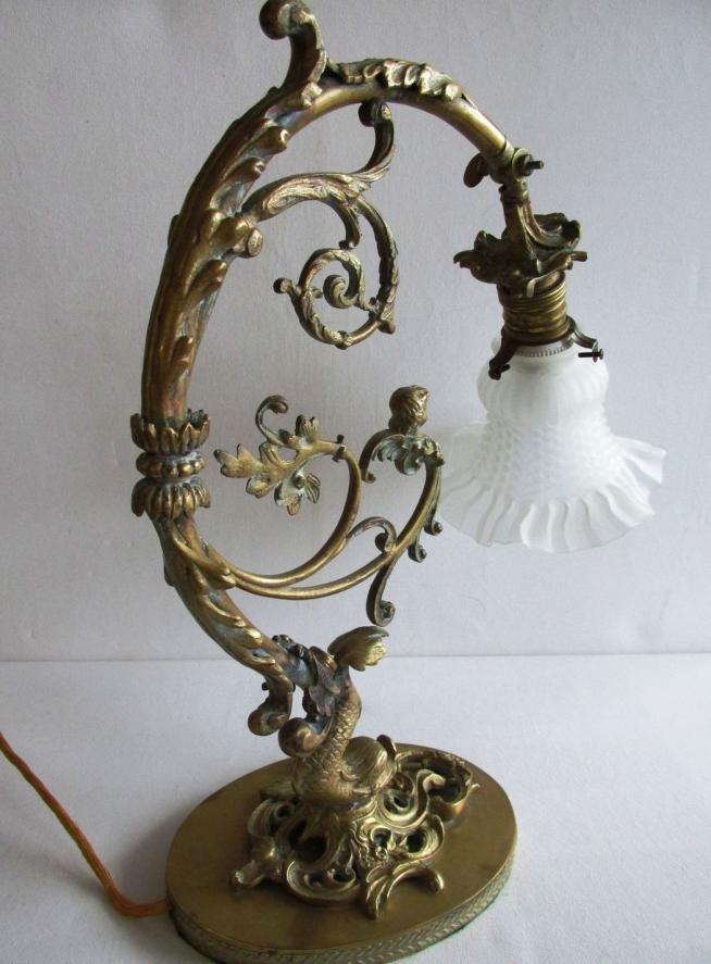 Бронзовая антикварная настольная лампа
