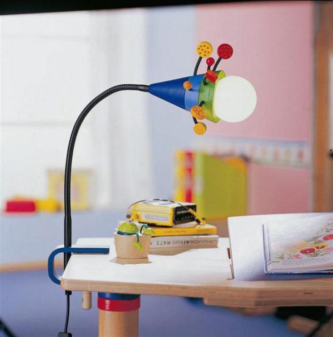 Оригинальная лампа на струбцине для детского стола