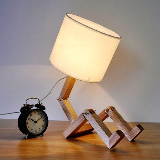 Настольная деревянная лампа с текстильным абажуром