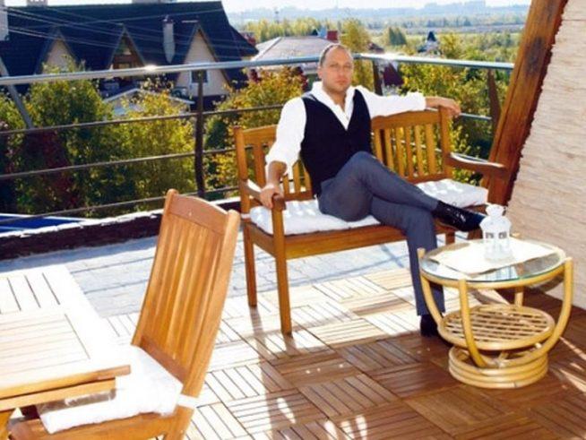 Дмитрий Нагиев на террасе своего дома