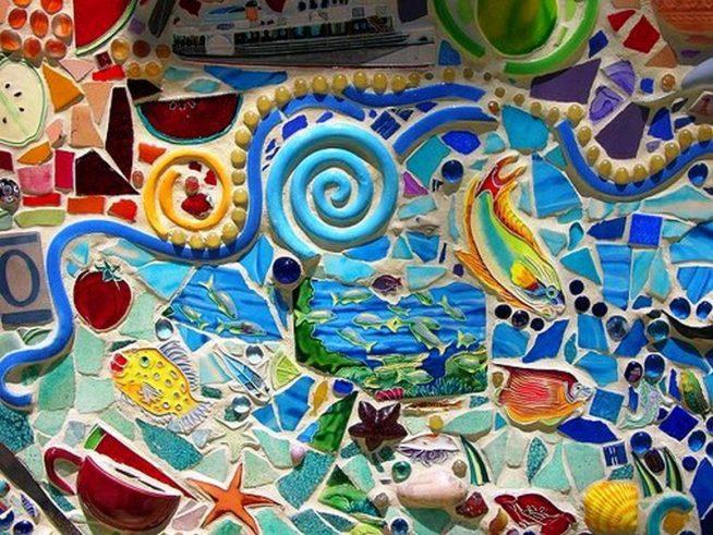 Мозаика из кафеля на стене