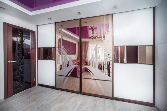 Зеркальный шкаф в интерьере квартиры