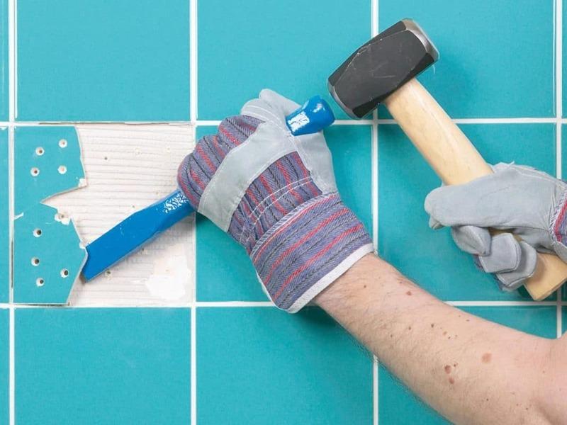 Ювелирная работа: как аккуратно снять плитку со стены и пола