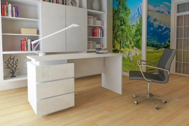 Изящный белый стол для школьника