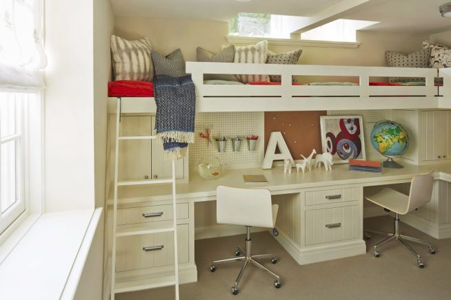 Компактные кровати и столы для нескольких детей