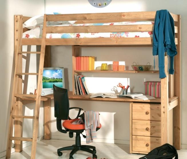 Классический вариант детской кровати с большим письменным столом